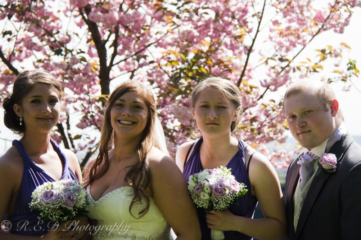 wedding photography bride with siblings