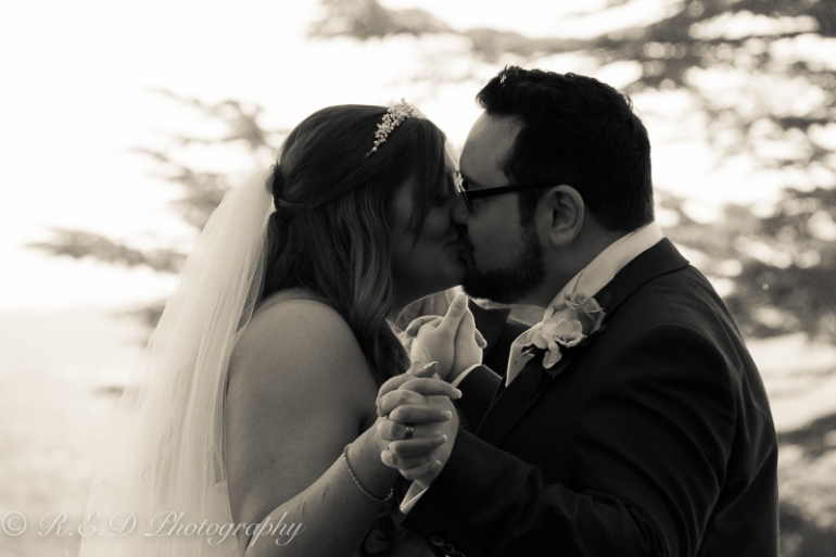 wedding photography first kiss